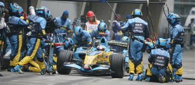 Renault fulmina al mecánico que hizo perder diez segundos a Alonso