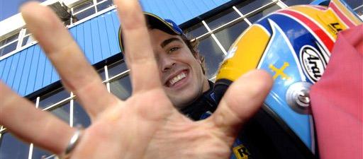 Fernando Alonso celebra su última fiesta con Renault