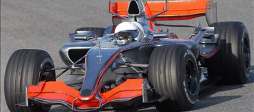 Alonso pilota el McLaren por primera vez